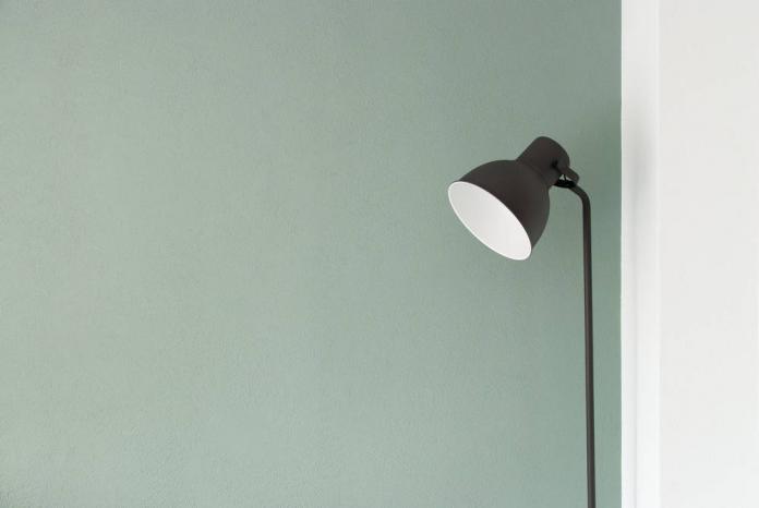Zalety lamp stojących. Gdzie warto postawić lampę podłogową